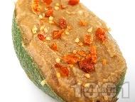 Рецепта Веган пастет / разядка с гуакамоле и кьопоолу от патладжан и домат (пълнено авокадо)